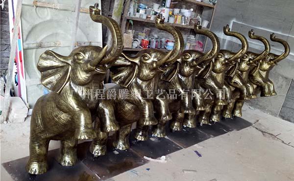 程爵雕塑厂家现货供应玻璃钢喷泉大象雕塑小品
